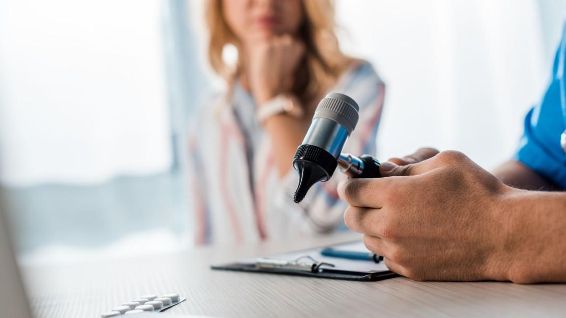 pruebas auditivas otoscopia